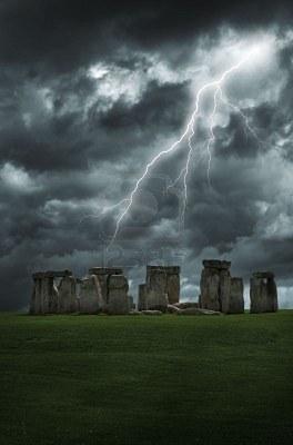 1329526859565-6725284-huelgas-de-relampago-por-encima-de-las-misteriosas-piedras-de-stonehenge
