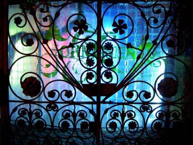 paco-dominguez-ornamento-el-jardin-secreto-transformacion-artistica-de-el-patio-del-colegio