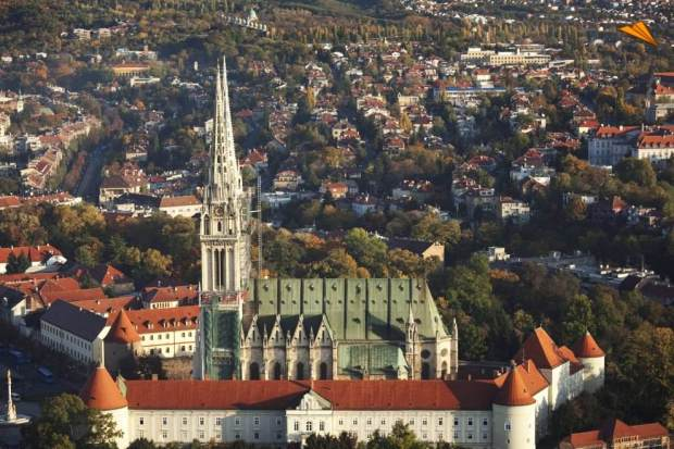 71_1554_5_vista_aerea_catedral_de_zagreb_cathedral_from_air_zagreb_croacia_turismo